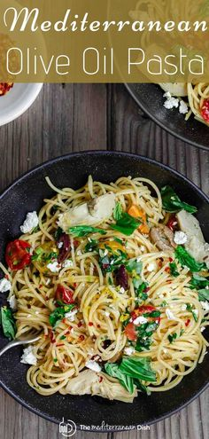 Textbook Mediterranean diet, this simple Olive Oil Pasta has just a few ingredients. On your table in less than 20 minutes this quick and easy recipe will become a favorite! Mediterranean Diet Breakfast, Mediterranean Chickpea Salad, Easy Mediterranean Diet Recipes, Mediterranean Pasta, Ben Y Holly, Light Pasta, Eat This, Diet Meal Plans, Pasta Dishes