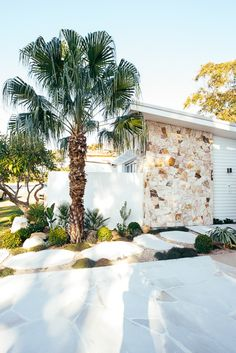 Exterior Design, Interior And Exterior, Hamptons House, Facade House, Mid Century House, Coastal Homes, House Front, Palm Springs, House Colors