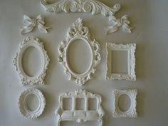 molduras de resina  Ideal para decorar hall de entrada,quarto,festas provençais,lavabo,arvore genealogica tamanhos: frontão - 32X8 resina moldura oval - 18X28 resina (medida interna 15X10) media lado esquerdo 15X21 retangular  direita - 12X14 2 minis - 11X9  1 poltrona 3 lugares - 17X9  # com espelhos, vidros ou tecidos  - R$ 28,00 de acrescimo # tempo produção 15 dias R$ 181,50
