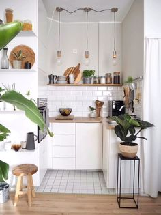 Küche # Kitchen # small kitchen The Home Warranty Doctor Is In! Home Decor Kitchen, Interior Design Living Room, Home Kitchens, Small Apartment Kitchen, Small Apartment Design, Small Home Interior Design, Bohemian Kitchen Decor, Studio Kitchen, Interior Office