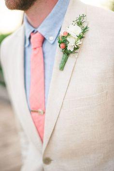 Beige + tonos pastel = combinación ganadora. | 29 Trucos de estilo para verte siempre guapo en un traje