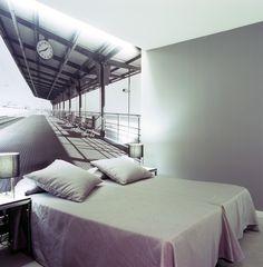 Habitaciones diseñadas para que te sientas en un lugar diferente, especial. El Hotel Catalonia Avinyó te ofrece habitaciones con diseños únicos.   www.hoteles-catal...
