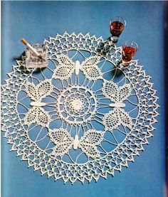 ->Free Crochet Patterns of Table Cloths and Table CentersWe want to offer you free crochet patterns of table cloths. This crochet patterns will approach for beginners and a. Free Crochet Doily Patterns, Crochet Diagram, Crochet Motif, Crochet Designs, Crochet Butterfly, Crochet Flowers, Crochet Home, Crochet Crafts, Borboleta Crochet