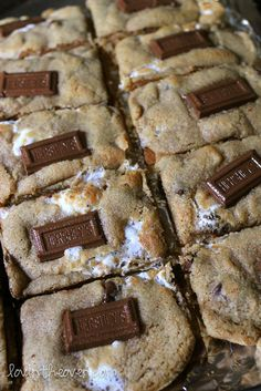 Cookies S'mores Bar Cookies Each layer is better than the last New York Times chocolate chip cookies Köstliche Desserts, Delicious Desserts, Dessert Recipes, Yummy Food, Tasty, Recipes Dinner, Dessert Healthy, Smores Cookies, Bar Cookies