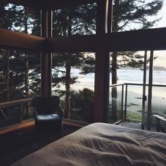 Imagine having a bedroom with this kind of view!