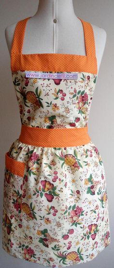 Avental Vintage Chocoberry                              … Sewing Crafts, Sewing Projects, Apron Tutorial, Apron Designs, Cute Aprons, Sewing Aprons, Aprons Vintage, Sewing Leather, Dressmaking