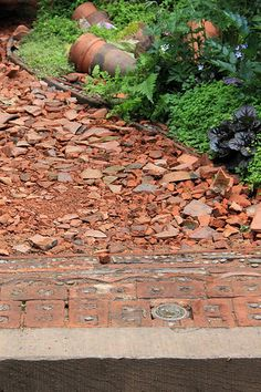 RHS Chelsea Flower Show 2014 Love it! Maybe a little dangerous, in the beginning. Recycled Garden, Diy Garden, Garden Paths, Recycled Brick, Clay Roof Tiles, Chelsea Flower Show, Garden Features, Patio, Plantation