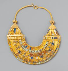 Egyptian miniature broad collar. Macedonian and Ptolemaic Period, 332–222 B.C. Made with gold, carnelian, turquoise, lapis lazuli. © The Metropolitan Museum of Art, New York