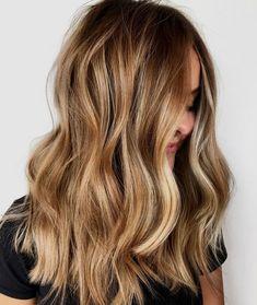 The 30 hottest honey blonde hairstyles ideas 2020 Blonde Hair Shades, Honey Blonde Hair, Blonde Hair With Highlights, Golden Highlights, Bronde Hair, Balayage Hair Blonde, Ombre Hair, Haircolor, Hair Color Guide
