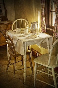 Just So Utterly Pretty..Old Drop Side Table & Chairs