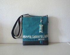 Sac en lin turquoise ( le lin a été entoilé avec une toile fine pour lui assurer tenue et souplesse) en partie haute et similicuir grainé anthracite en partie basse. Deux biais - 14648659