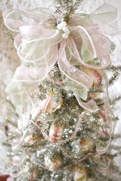 Jennelise: Ribbons, Roses, and Pearls  Beautiful things  I love the daintiness of the ribbon tree topper..... so pretty