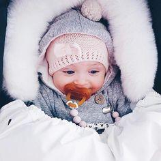 Raskauskeijun tuttinauha nimellä - tuttinauha omalla tekstillä. / Raskauskeiju.fi Bibs, Baby Items, Dribble Bibs, Burp Cloths, Aprons