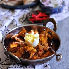 A Homemaker's Diary: Chicken Bharta, Restaurant Style