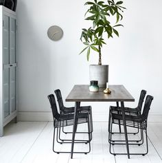 Beautiful Club dining table from Danish brand House Doctor. Combine the Club table with. French Dining Tables, Metal Dining Table, Dining Table Design, Dining Room Table, Wood Table, House Doctor, Scandi Home, Scandinavian Interior, Natur House
