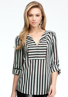 bebe Tricolor Stripe V-neck Tunic Woven Tops Tri Color St. Blouse Styles, Blouse Designs, Hijab Fashion, Fashion Dresses, Hijab Stile, Mode Hijab, Dress Patterns, Trendy Fashion, Trendy Style