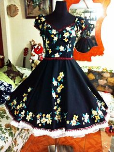 Dance Outfits, Cool Outfits, Fashion Outfits, Womens Fashion, Clogs Outfit, African Children, Looking For Women, Dress Collection, Dress Skirt