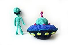 Crochet Pattern - Flying Saucer with Aliens - Space - Science Fiction Theme - Amigurumi Toy