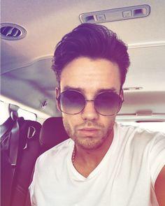 Liam Payne (@liampayne) Instagram: New shades. Who dis? >>>> im literally wearing the same sunglasses