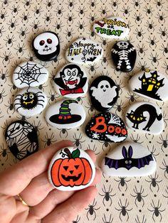 Halloween Rocks, Halloween Party Favors, Kid Party Favors, Halloween Gifts, Halloween Pumpkins, Halloween Decorations, Halloween Projects, Halloween Stuff, Halloween Ideas