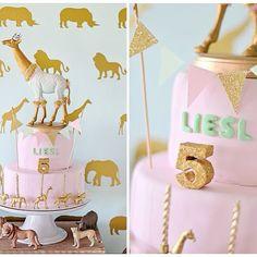 Here's a closeup of the cake & giraffe cake topper .