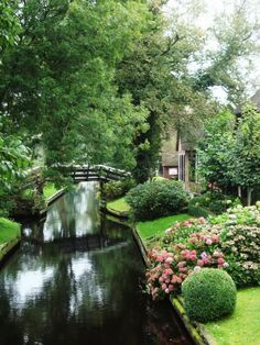 """The Village Without Roads Only Canals And Bike Trails! """"Venice of the Netherlands"""". Located in the center of the Netherlands, in Giethoorn Beautiful World, Beautiful Gardens, Beautiful Places, Amazing Places, Oh The Places You'll Go, Places To Travel, Places To Visit, Travel Destinations, Photos Voyages"""