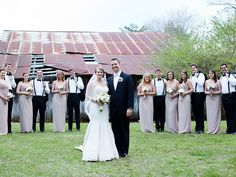Jennifer + Craig and their bridal party took photos post-ceremony at the barn and around the elm tree. The Sonnet House | KNM Portraits