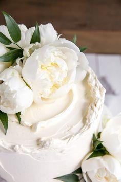 This Lemon Elderflower Cake is my copycat version of the royal wedding cake! Elderflower infused lemon cake with lemon curd and elderflower buttercream. Vegan Wedding Cake, Wedding Cakes, Halloween Desserts, Zucchini Cake, Big Cakes, Cake Decorating Techniques, Decorating Cakes, Wedding Cake Inspiration, Elderflower