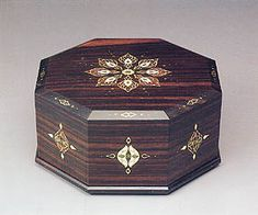 Octagonal box with bead design,made of striped black ebony.    THE 34th EXHIBITION OF JAPANESE TRADITIONAL ART CRAFTS  00593  1987