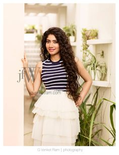 Sai pallavi cutest tollywood south Indian Actress insane beauty face unseen latest hot sexy images of her body show and navel pics with big. Indian Actress Photos, South Indian Actress, Indian Actresses, Beautiful Bollywood Actress, Most Beautiful Indian Actress, Beautiful Actresses, Sai Pallavi Hd Images, Indian Women Painting, Beautiful Heroine