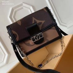 Louis Vuitton lv woman dauphinois chain shoulder bag 2019 new season flap bags Louis Vuitton Handbags Sale, Louis Vuitton Crossbody Bag, Chain Shoulder Bag, Monogram, Purses, Things To Sell, My Style, Woman, Happy