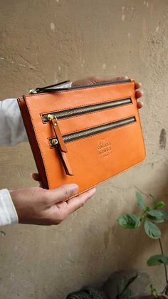Tangerine Lizzie, Chiaroscuro, India, Pure Leather, Handbag, Bag, Workshop Made, Leather, Bags, Handmade, Artisanal, Leather Work, Leather Workshop, Fashion, Women's Fashion, Women's Accessories, Accessories, Handcrafted, Made In India, Chiaroscuro Bags - 6