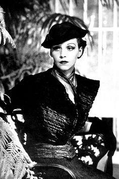 Schiaparelli Fashion photo by George Hoyningen-Huene, 1934