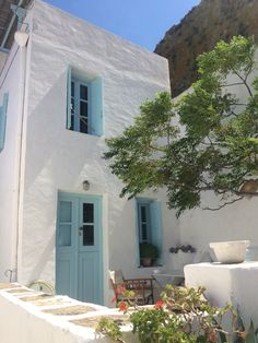 Serifos House - photo by Yellowcloudstudio Future House, My House, Beautiful Homes, Beautiful Places, Haus Am See, Greek House, Home Decor Quotes, Mediterranean Homes, Mediterranean Architecture