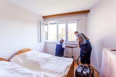 Mit Staubsauger & Besen werden Staubreste entfernt.   #Ablauf #Fenstermontage #ÖNORM #B5320 Montage, Bed, Furniture, Home Decor, Sequence Of Events, Vacuum Cleaners, Windows And Doors, Decoration Home, Stream Bed