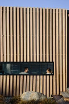 River Retreat by Edwards White Architects sees a casual informality applied to the bold timber-clad residential form of a contemporary light-filled home. Wood Cladding Exterior, Cedar Cladding, House Cladding, Wood Facade, Architecture Awards, Residential Architecture, Contemporary Architecture, Interior Architecture, Interior Stairs