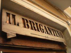 Realizzazione insegna per un ristorante di Anzio, creata completamente in legno intagliato e traforato a mano, realizzata secondo le antiche...