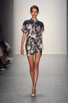 Hien Le Spring/Summer 2015 Berlin Fashion Week