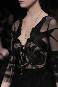 Temperley London at London Fashion Week Fall 2016 - Details Runway Photos Couture Mode, Style Couture, Couture Fashion, Runway Fashion, Womens Fashion, All Black Fashion, World Of Fashion, High Fashion, London Fashion Weeks