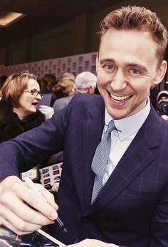 Tom Hiddleston (Loki) signs autographs.