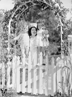 Gracie Allen with her children Ronnie and Sandra, 1938 Old Hollywood Glamour, Vintage Hollywood, Classic Hollywood, Kay Francis, George Burns, Comedy Duos, Im A Dreamer, Straight Guys, Old Tv