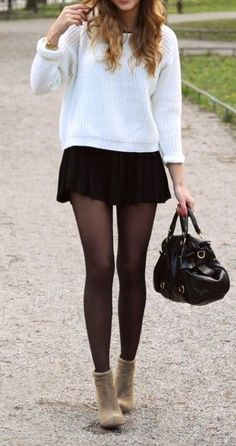 34 Cozy Pleated Skirt Outfits Ideas for Women Source by ideas faldas Pleated Skirt Outfit Short, Skater Skirt Outfit, Cute Skirt Outfits, Casual Outfits, Sexy Outfits, Dress Outfits, Dresses, Shorts Negros, Skirt Fashion