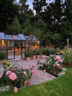 Backyard Greenhouse, Backyard Patio, Outdoor Landscaping, Outdoor Gardens, Beddinge, Garden Cottage, Dream Garden, Garden Inspiration, Dahlia