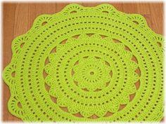 Handy Crafter: Custom Handmade Crochet Doily Rug in Grass Green Crochet Doily Rug, Crochet Carpet, Crochet Home, Love Crochet, Crochet Patterns, Crochet Ideas, Crochet Projects, Craft Projects, Rag Rug Tutorial