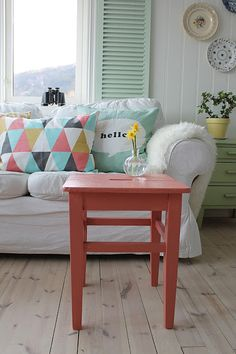 via : Huset ved fjorden: Mint♥Korall    Love the colors in this room! Peaceful!