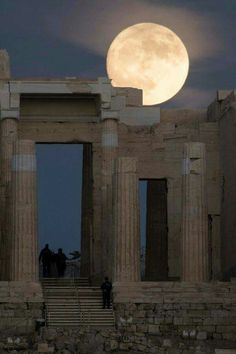 """Supermoon Around the World sixpenceee: """" Compiled by The moon rises over the ancient Acropolis of Athens Credit: ANDREA BONETTI/EPA An aeroplane flies past the London Eye. Athens Acropolis, Parthenon, Athens Greece, Silhouette Couple, Shoot The Moon, Moon Photography, Landscape Photography, Moon Pictures, Moon Magic"""