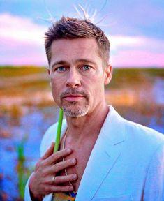 Brad Pitt is still stunning Brad Pitt Haarschnitt, Brat Pitt, Brad Pitt Haircut, Best Supporting Actor, Kris Kristofferson, Boy Hairstyles, Haircuts For Men, Movie Stars, Beautiful Men
