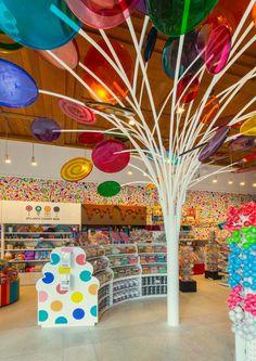 Dylan's Candy Bar, Miami Beach, Floride York Candy, Dylan's Candy, Candy Shop, Candy Stores, Candy Land, Candy Store Design, Lollipop Tree, Bar A Bonbon, Candy Display