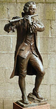 Frederick's flute teacher Quantz has a statue of his own. Storia della viola - Wikipedia