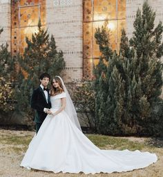 Debby Ryan and Josh Dun from Twenty One Pilot secretly tied the knot. Debby and Josh got married on New Year's Eve this year. Celebrity Beauty, Celebrity Couples, Celebrity Weddings, Debby Ryan Josh Dun, Secretly Married, Famous Models, Prince William And Kate, Celebs, Celebrities